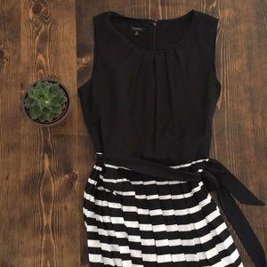 ⚜️ Talbots - Black and White Pleated Dress - 8